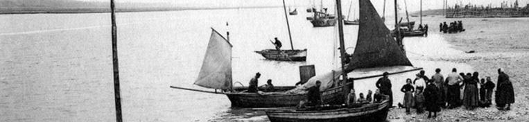 Etaples Arrivée des barques de pêche WEB